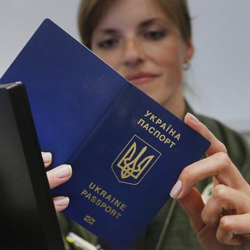 Жителям окупованих територій видаватимуть біометричні паспорти після спецперевірки