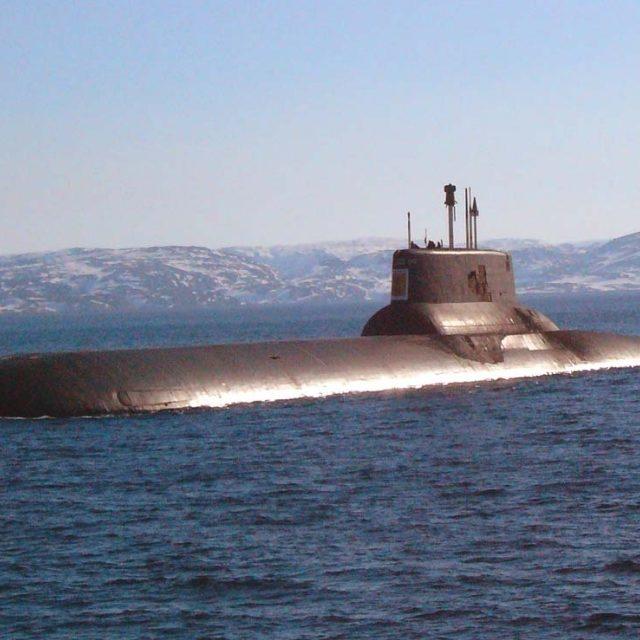 Біля морських кордонів Латвії зафіксували військові кораблі РФ