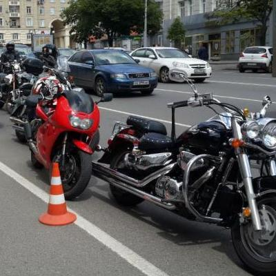 Байкери мітингували під апеляційним судом, вимагаючи справедливого покарання за вбивство мотоцикліста