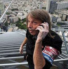 «Людина-павук» з Франції отримав штраф за те, що підкорив висотку в Барселоні (відео)