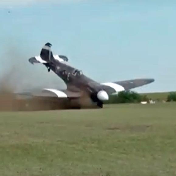 На авіашоу у Франції розбили літак часів Другої світової війни (відео)