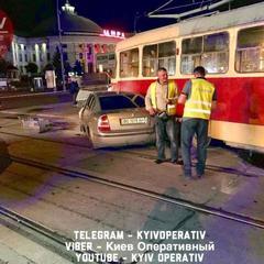 Нардеп Олег Барна врізався на своєму автомобілі в київський трамвай і був госпіталізований (фото)
