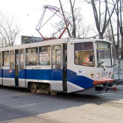У Запоріжжі чоловіка у трамваї випадково заколов вилами 88-річний дід (відео)