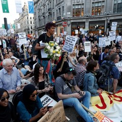 У Лондоні розпочались акції протесту після пожежі у багатоповерхівці