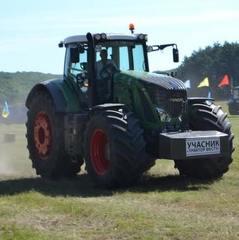 Видовищні перегони на тракторах відбулись на Черкащині