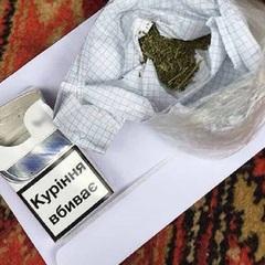 Викрили поліцейського, який продавав наркотики: фото