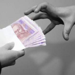 Як працюють шахраї: пенсіонер обміняв 4 тис. доларів на порожню сумку
