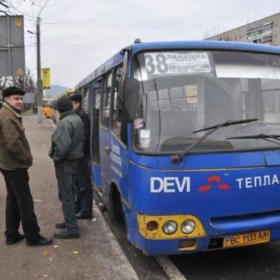 В Запоріжжі водій маршрутки побив пасажирку-пільговика