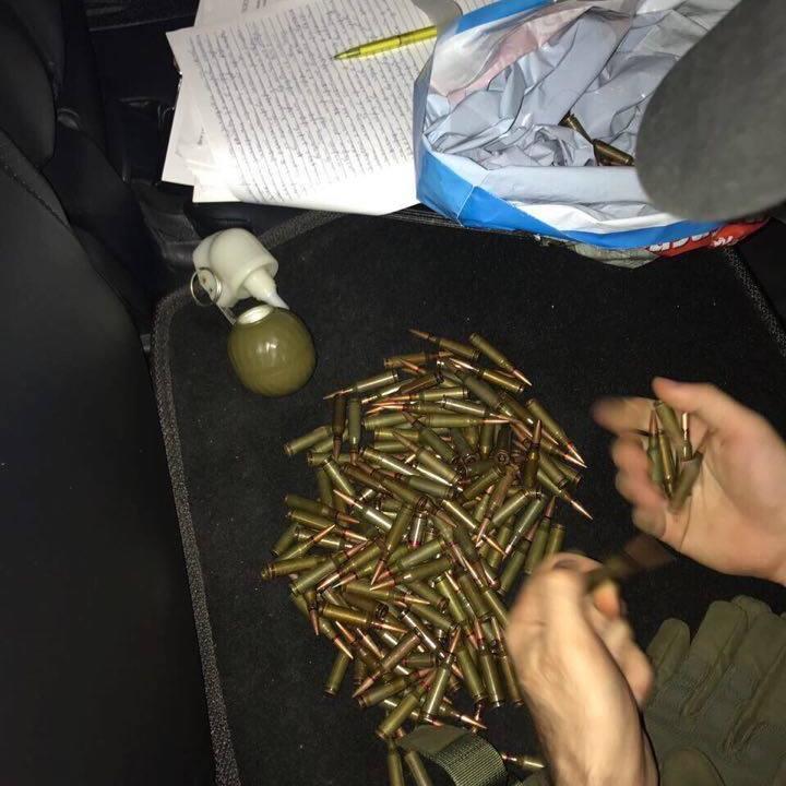 У Києві затримали банду, яка продавала зброю з АТО (фото)