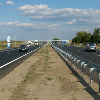На трасі Київ-Чоп встановлять освітлення на сонячних батареях