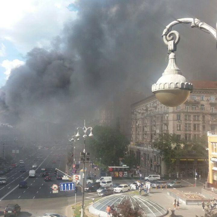 На Хрещатику сталася масштабна пожежа (фото, відео)