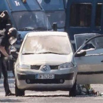 Чоловік, який протаранив поліцейську машину в Парижі, присягав на вірність ІДІЛ