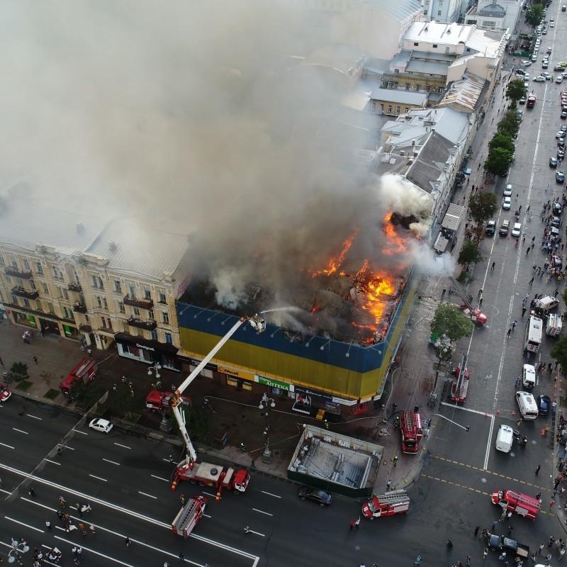 У згорівшій будівлі на Хрещатику існує загроза руйнування