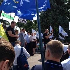 Біля Верховної Ради мітингують кілька політсил (фото)