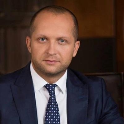 Максим Поляков стверджує, що його помічницю «пресують»