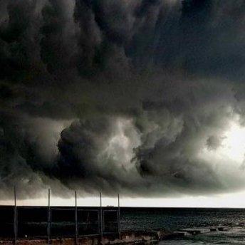 Апокаліптичне небо над Одесою: у мережі публікують моторошні фото
