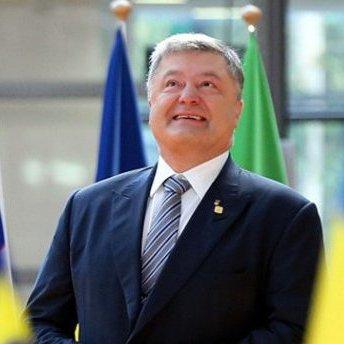 Порошенко привітав українців із Днем молоді