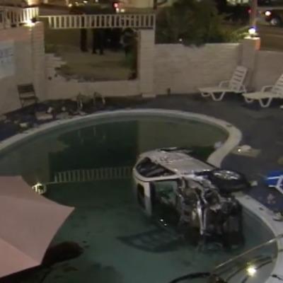 У басейн готелю влетів автомобіль (відео)