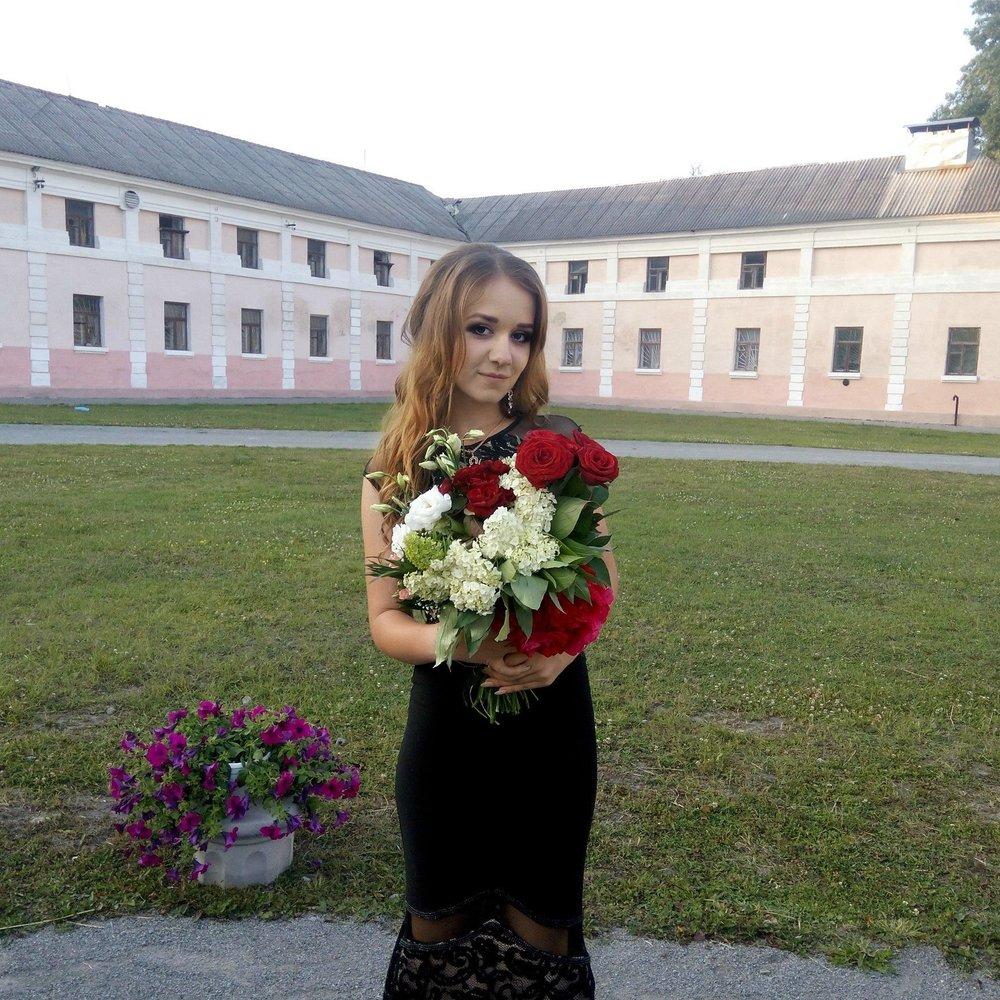 У Тернопільській області люди перекрили міжнародну трасу через моторошне вбивство 17-річної випускниці (фото)