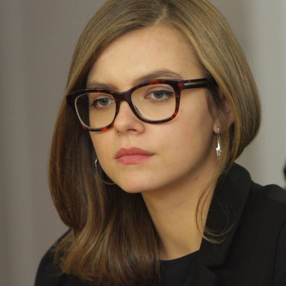 Право поснідати із заступницею Авакова Анастасією Дєєвою продали на аукціоні за 10 тисяч гривень