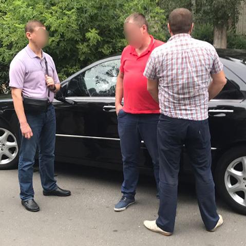 У Дніпропетровській області майор поліції забажав понад 3 тис. доларів за «вирішення питання» (фото, відео)