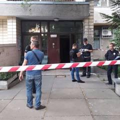 У під'їзді київської багатоповерхівки застрелили чоловіка