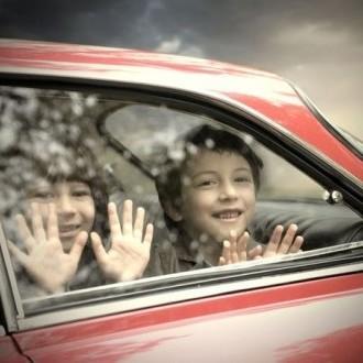 В РФ заборонили залишати дітей дошкільного віку самих в автомобілі