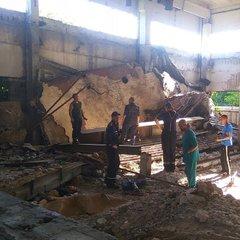 У Кривому Розі двох чоловіків на смерть «прибила» бетонна плита (фото)