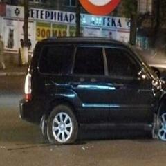 У столиці п'яна жінка-водій ганяла по тротуару, поки не врізалась в Renault