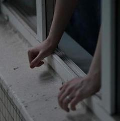 На Житомирщині 17-річна дівчина намагалася скоїти самогубство