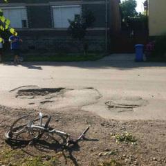 На Закарпатті водій на смерть збив 12-річну велосипедистку