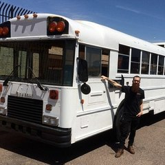 За 30 тис. дол сім'я перетворила старий автобус у розкішний будинок та об'їхала десятки штатів США (фото)
