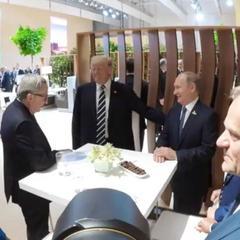 У мережу злили фото, як Трамп грізно тисне руку Путіну (фото)