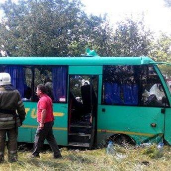 На Дніпропетровщині зіткнулись пасажирський автобус та вантажівка: є постраждалі
