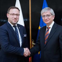 Спроби посварити Варшаву і Київ є елементом гібридної війни – МЗС Польщі