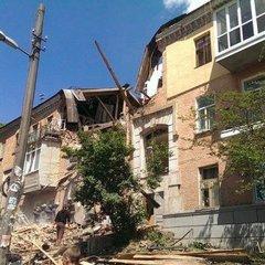 Вибух у житловому будинку Києва: відомо про першу жертву, багато травмованих