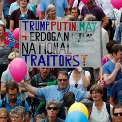 У Гамбурзі продовжуються багатотисячні протести на тлі саміту G20