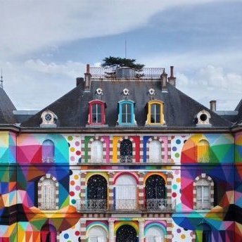 Художник перетворив фасад закинутого палацу в арт-об'єкт (фото)