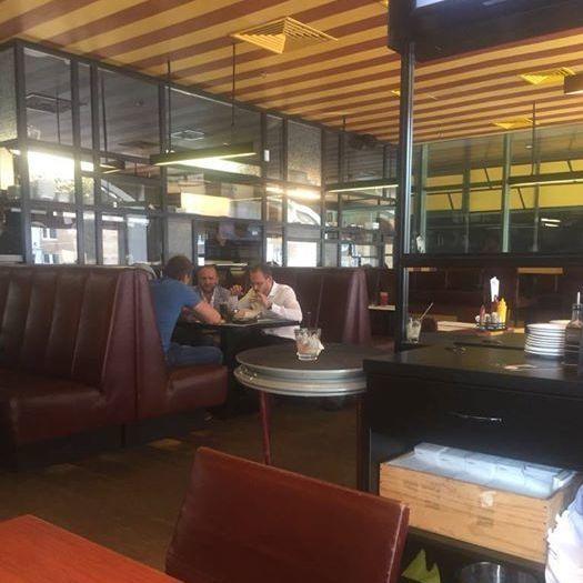 Нардеп Поляков обідає в ресторані разом з в.о. голови Регламентного комітету Пинзеником (фото)