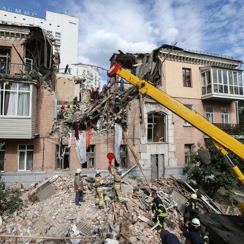 Майно, яке мешканці залишили в зруйнованому будинку у Голосієво охоронятиметься