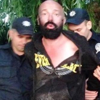 У Києві чоловік пропонував поліцейським спробувати марихуани