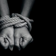 Москвич десять років тримав українського хлопчика в секс-рабстві