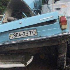 Страшна смертельна аварія під Львовом: вантажівка зім'яла легковик з людьми