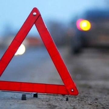 У центрі Києва автомобіль збив поліцейського (відео)