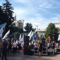 Під Верховною Радою збирається численний мітинг  (фото)