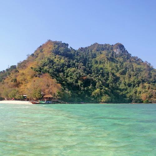 У Таїланді на курорті жінка-австралійка зняла на відео смертельне падіння свого чоловіка із 70-метрової висоти