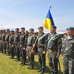 Півторак та Гройсман привітали українських миротворців зі святом