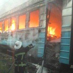 Вагон електрички дощенту згорів у Харкові: моторошні кадри