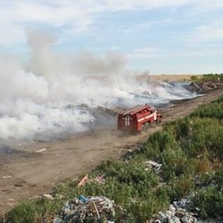 На Дніпропетровщині 300 чоловік гасять пожежу на військовому полігоні
