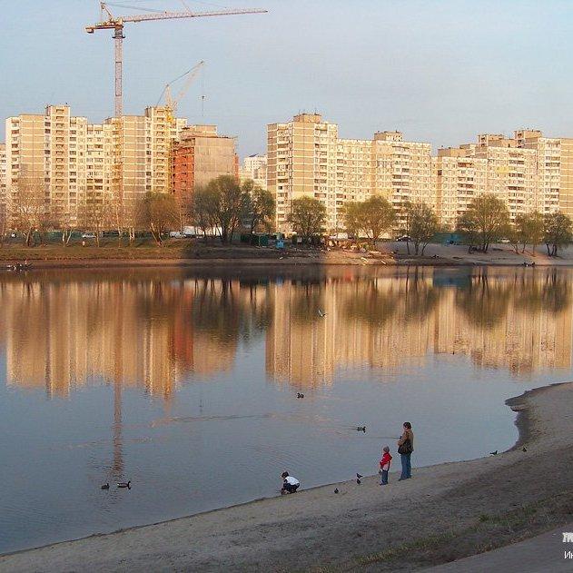 Кияни просять врятувати озеро на Позняках (фото)